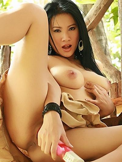 Telefonsex Thai Nutte macht harten Dildofick am Asia Sextelefon